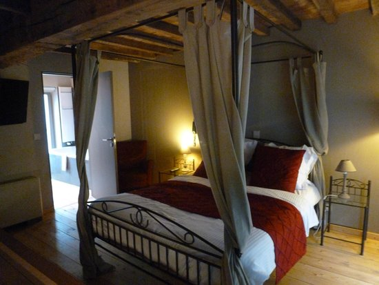 Hotel Harmony: Executive Double Bedroom
