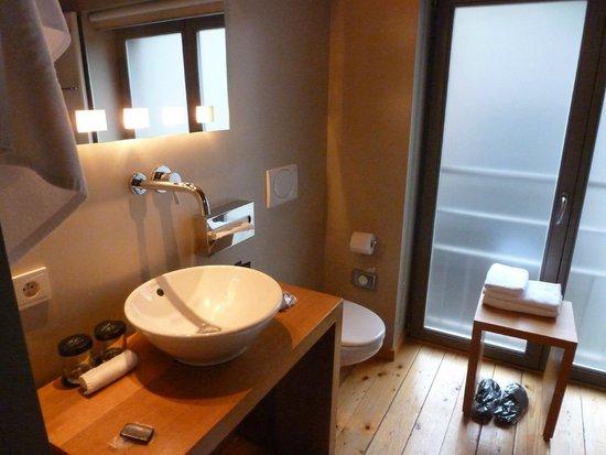 Hotel Harmony: Executive Double Bathroom