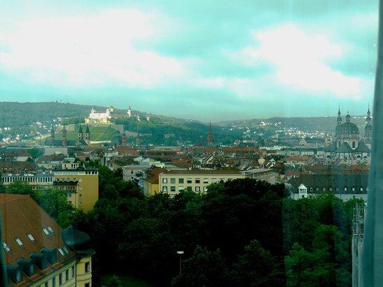 GHOTEL hotel & living Würzburg: Вид из номера на город