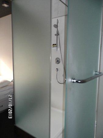 IQ Hotel: Room