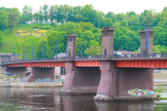 Vytautas the Great Bridge: Bridge with Soviet symbols