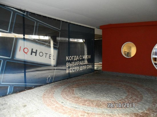 IQ Hotel : Outside