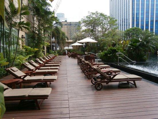 Grande Centre Point Hotel Ratchadamri: Бассейн.
