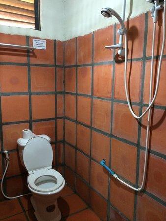 Wc che perde e doccino che allaga il bagno - Picture of Otres ...