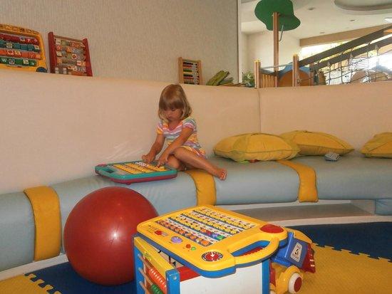 Grande Centre Point Hotel Ratchadamri: Детская комната в отеле.