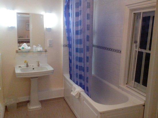 Angel Hotel: Ванная