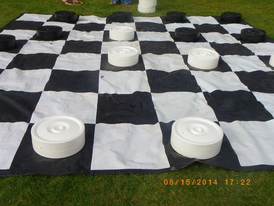 Mercure Warwickshire Walton Hall Hotel & Spa: Chess on the lawn