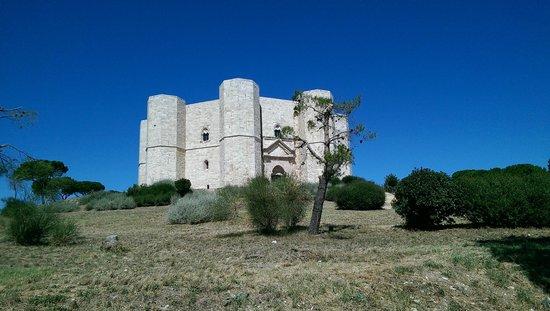 Castel del Monte : Panoramica dall'esterno