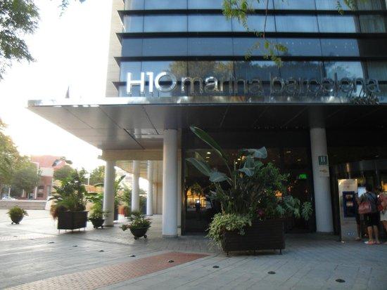 H10 Marina Barcelona Hotel : Front of Hotel