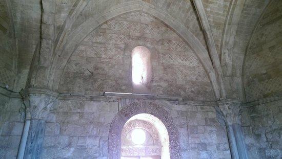 Castel del Monte : Vista interna di una delle sale