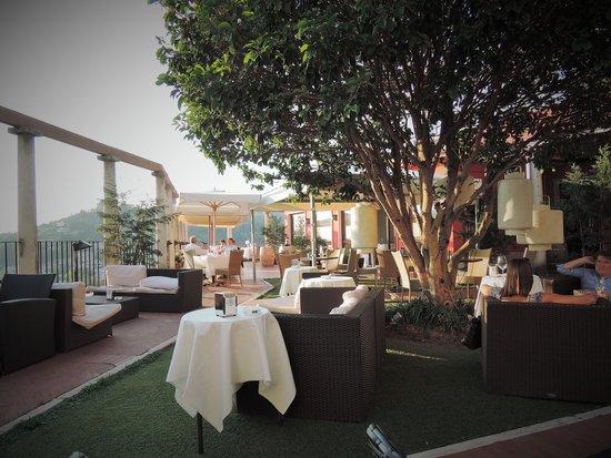 Piazzale Castel San Pietro: Restaurant