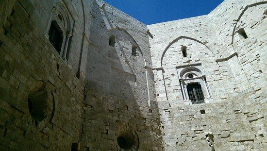 Castel del Monte : Parte centrale