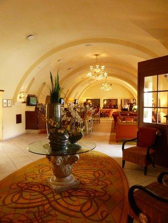 Lindner Hotel Prague Castle: Hall d'entrée