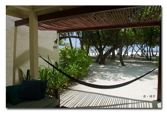 Holiday Inn Resort Kandooma Maldives: hammock of the beach front villa