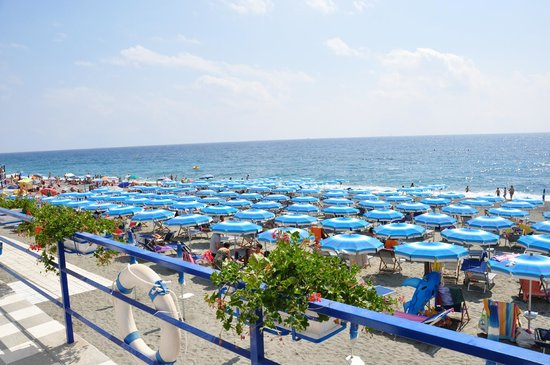 Bagni Arcobaleno: Die Sonnenseite mit Strand und Meer