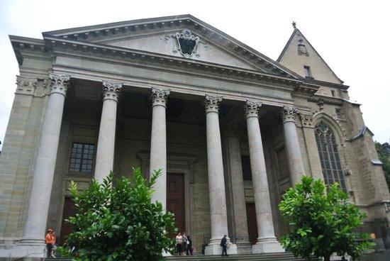 Kathedrale St-Pierre: Esterno