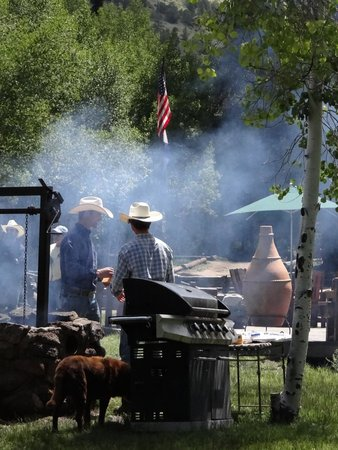 Elk Mountain Ranch: Hamburger barbecue