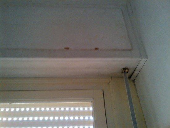 Hotel Milani: Infissi: dettaglio finestra camera