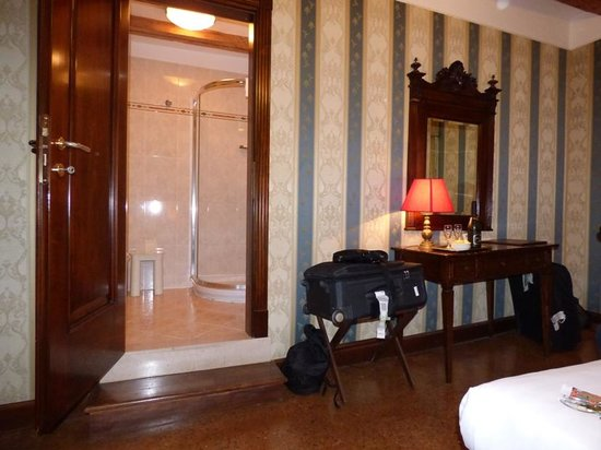 Palazzo Bembo Room 102 Bathroom