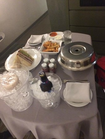 MGM Grand Hotel and Casino : Room Service
