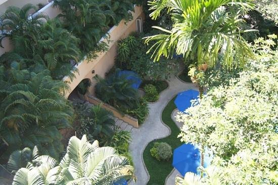 Pacific Club Resort: looking down into the courtyard