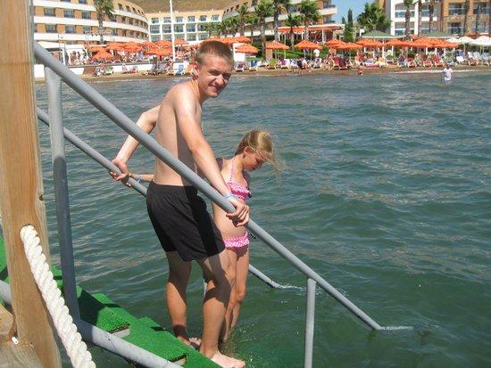 Grand Park Bodrum: вход в море с пирса