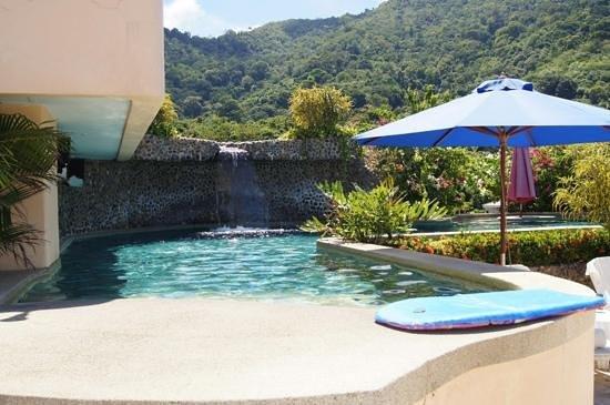 Pacific Club Resort : rooftop pool / bar