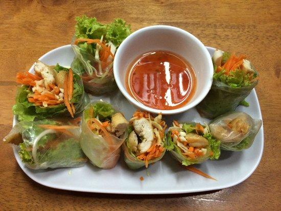 Lanta Restaurant: Fresh chicken spring rolls