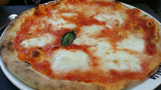 Piazze D'Italia: Pizza Campana, a magarita pizza with high quality buffalo Mozzarella.  Best margarita we ever ha