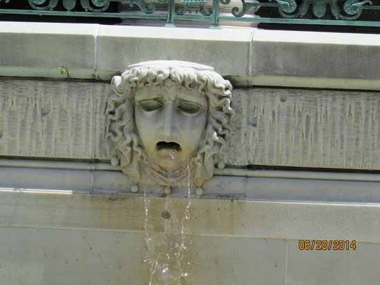 Newport Mansions: Marble House Fountain