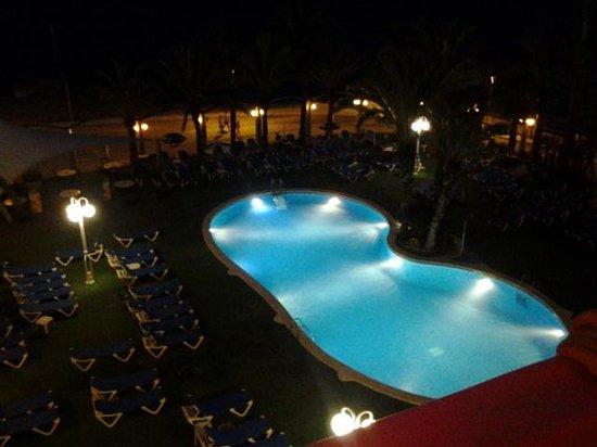 Hotel Caprici: la piscine la nuit