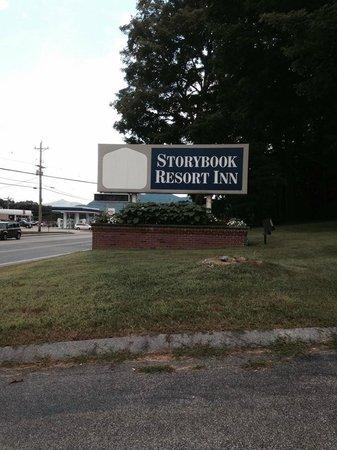 Storybook Inn & Suites : Front entrance