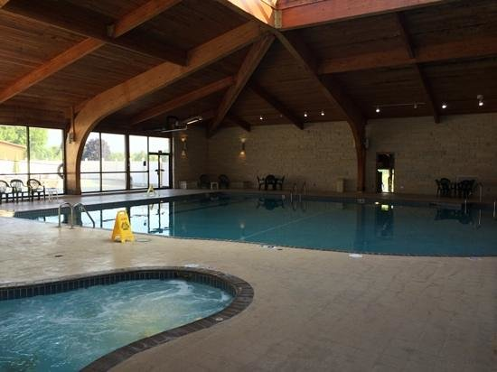 Fox Hills Resort : Resort Indoor and Outdoor Swimming Pool