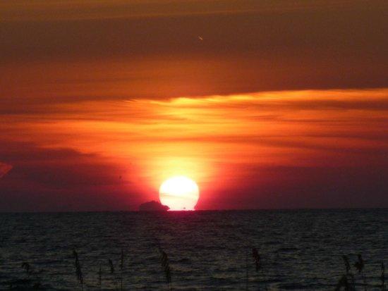 Sun N Fun Beachfront Vacation Rentals: Evening Sunset