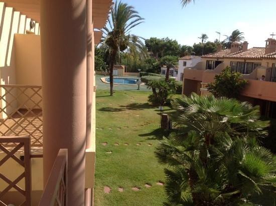 Serviden Retiro Park: espace vert + piscine