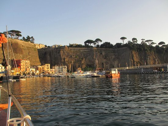 You Know! - Boat Excursions & Service: Arriving back at the harbour in Sorrento