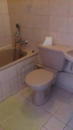Au Cadran Bleu : Chambre salle de bain. A 65€