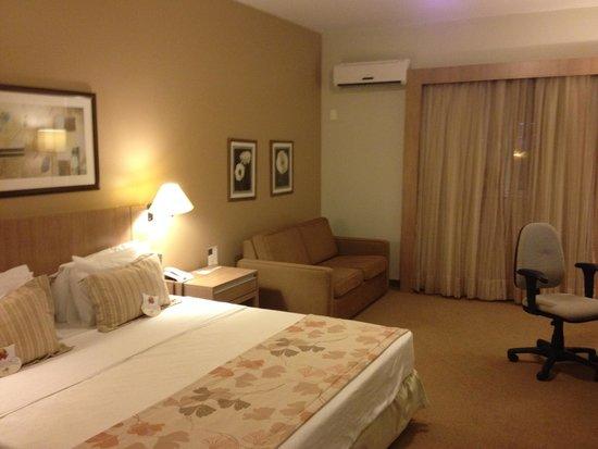 Comfort Suites Flamboyant : Quarto espaçoso
