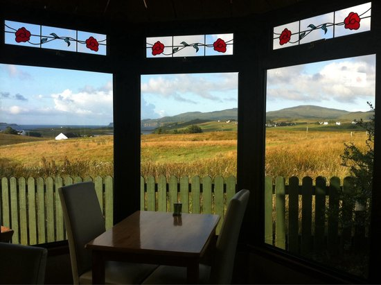 Ardmorn Holiday Accommodation: Breakfast with view
