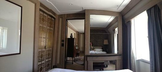 Park Hyatt Vienna: there is a tv behind the  mirror
