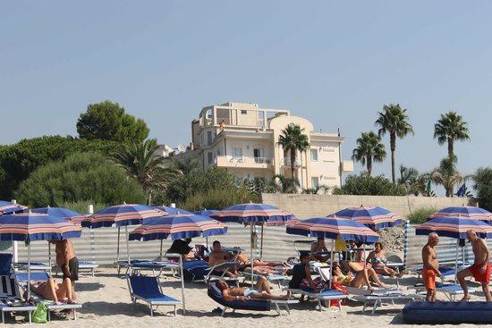 Club Hotel Kennedy: vista hotel dalla spiaggia