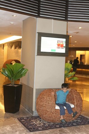 PARKROYAL on Kitchener Road: Hotel Lobby