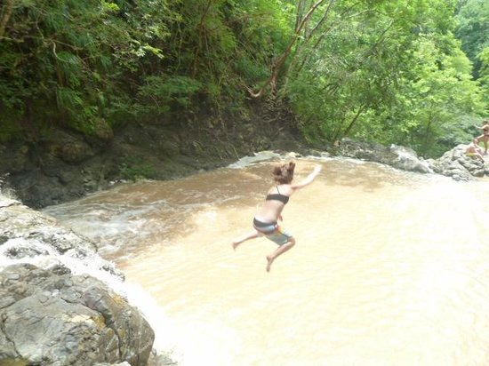 Hotel Vista de Olas: Jumping at Montezuma Falls (15 ft)