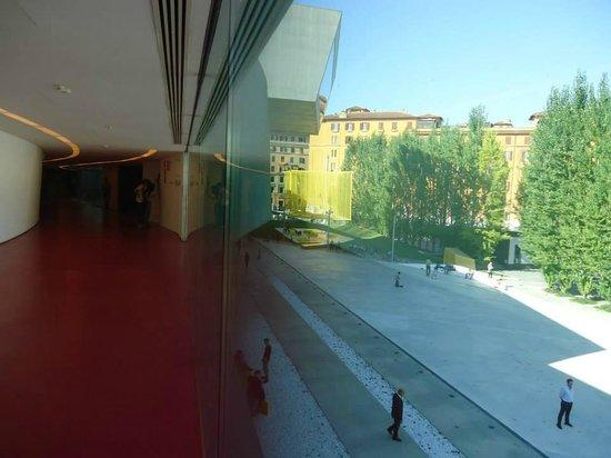 MAXXI - Museo Nazionale delle Arti del XXI Secolo : uno spazio in cui interno ed esterno dialogano