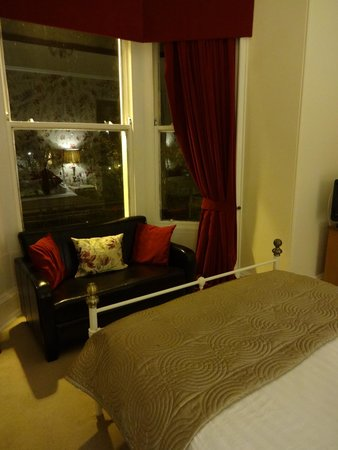 The Chestnuts Hotel: Lovely, cozy room