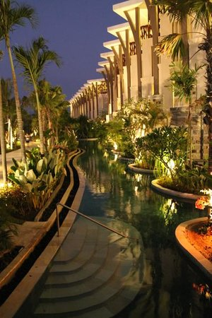 Sofitel Bali Nusa Dua Beach Resort: Pool inlets from rooms