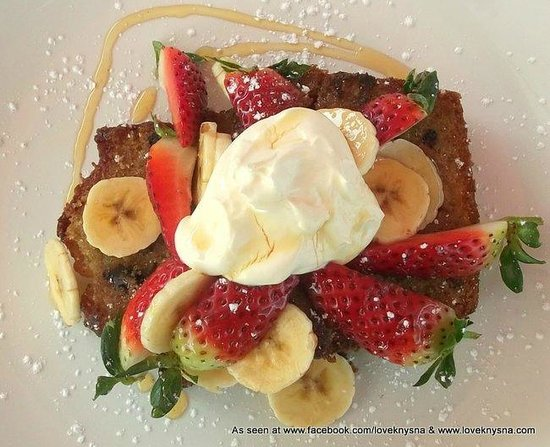 East Head Cafe: Strawberries and cream on banana bread