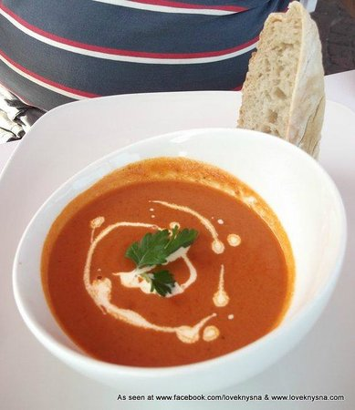 East Head Cafe: Tomato soup and cream for vegetarians