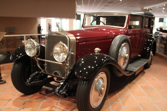 The Private Collection of Antique Cars of H.S.H. Prince Rainier III : Выставка князя Монако