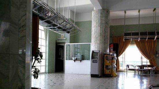 Tagadirt Hotel: hall d'entrée